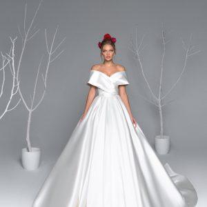 flattering wedding dress for fuller figure